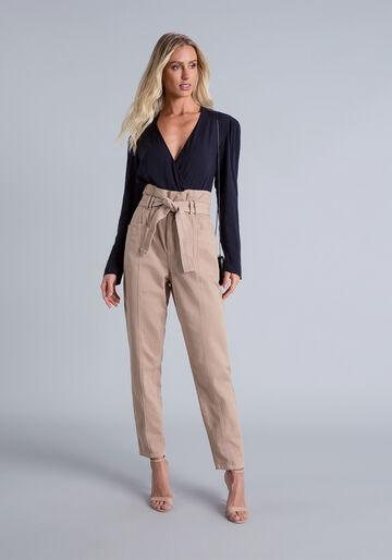 Calça Jeans em modelagem Carrot, BEGE, large.